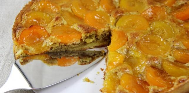 Tarte abricots pistache découpée