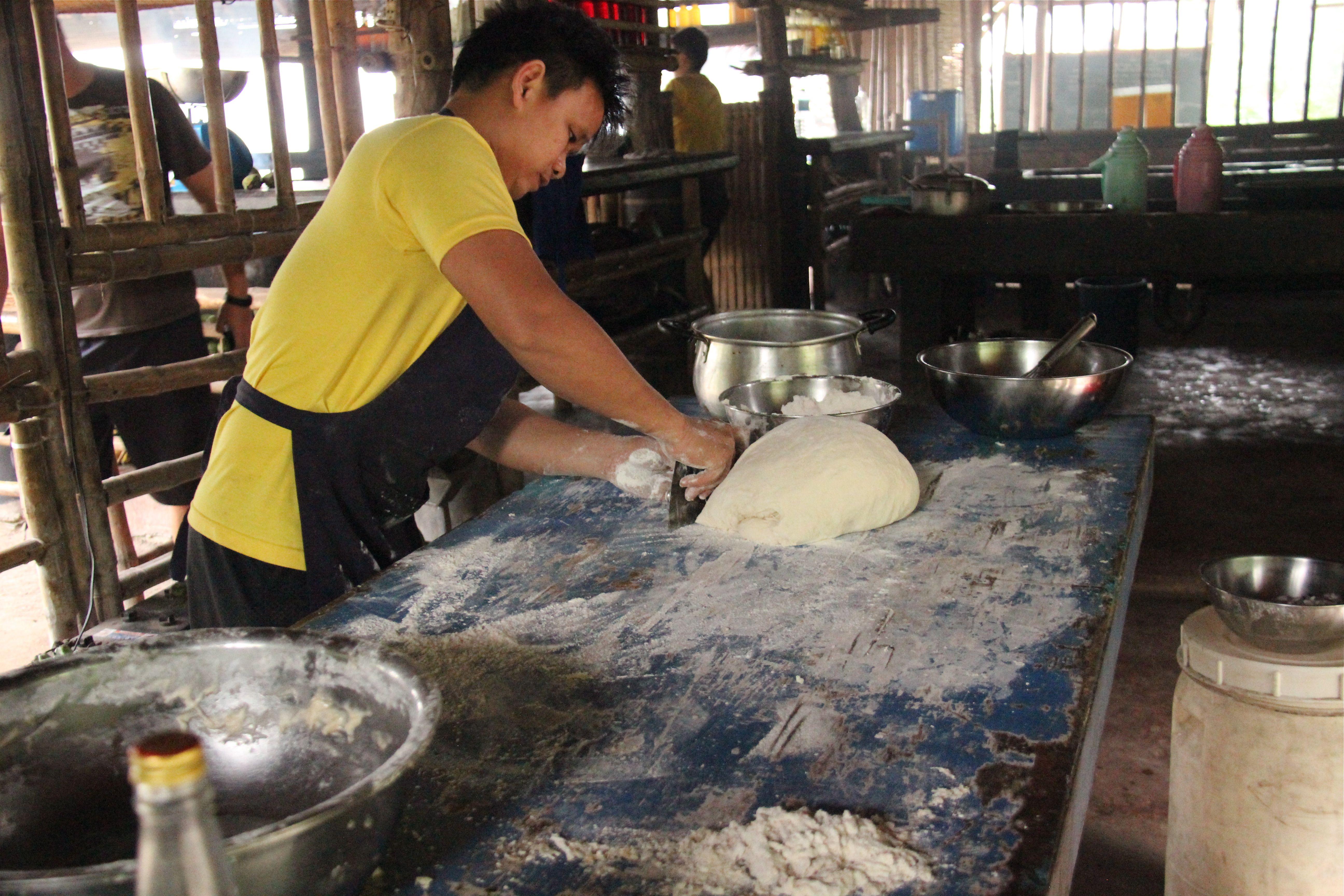 Division de la pâte à pain à l'eau de coco - Tao farm