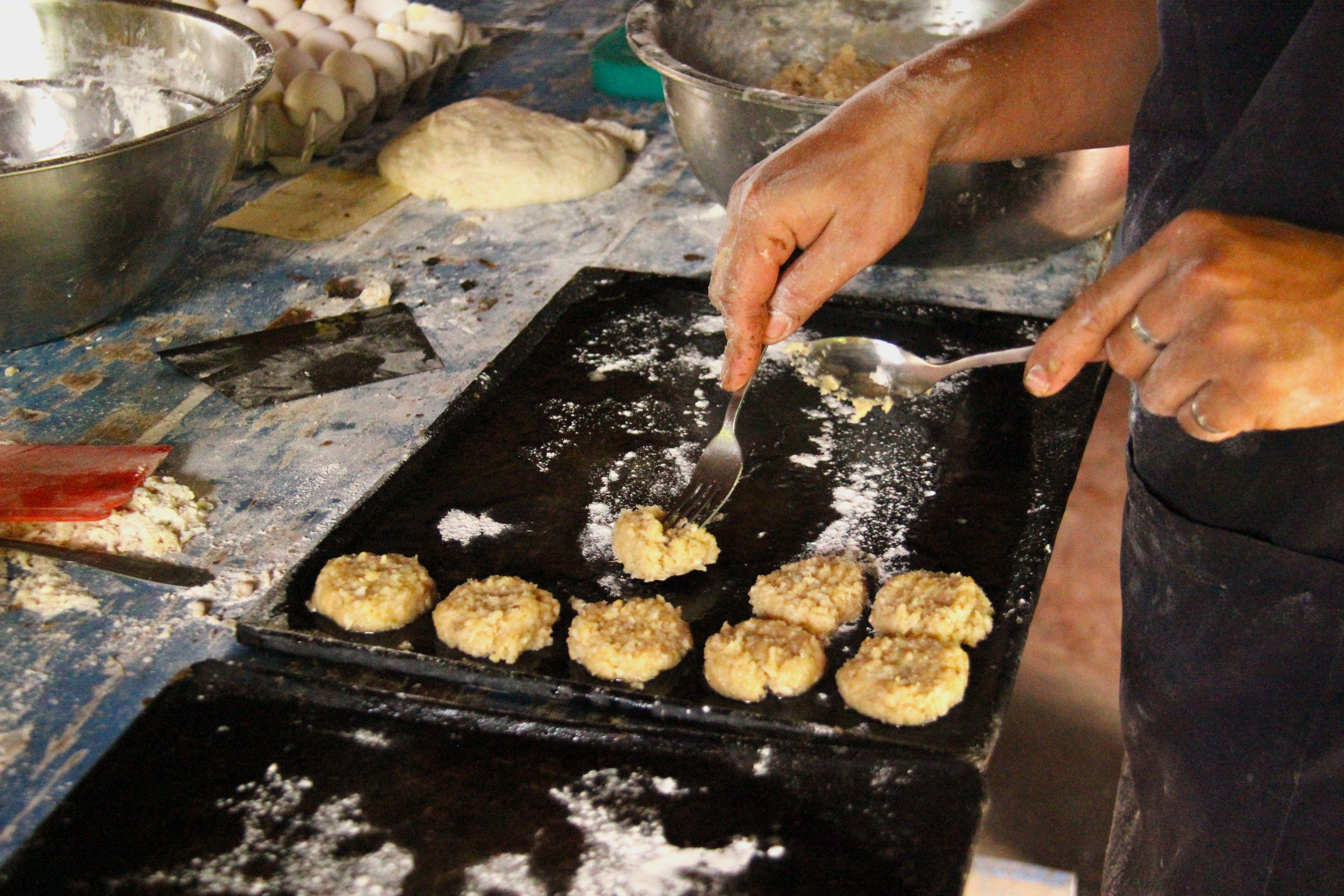 Cuisson des cookies à la noix de coco et graisse de porc - Tao farm
