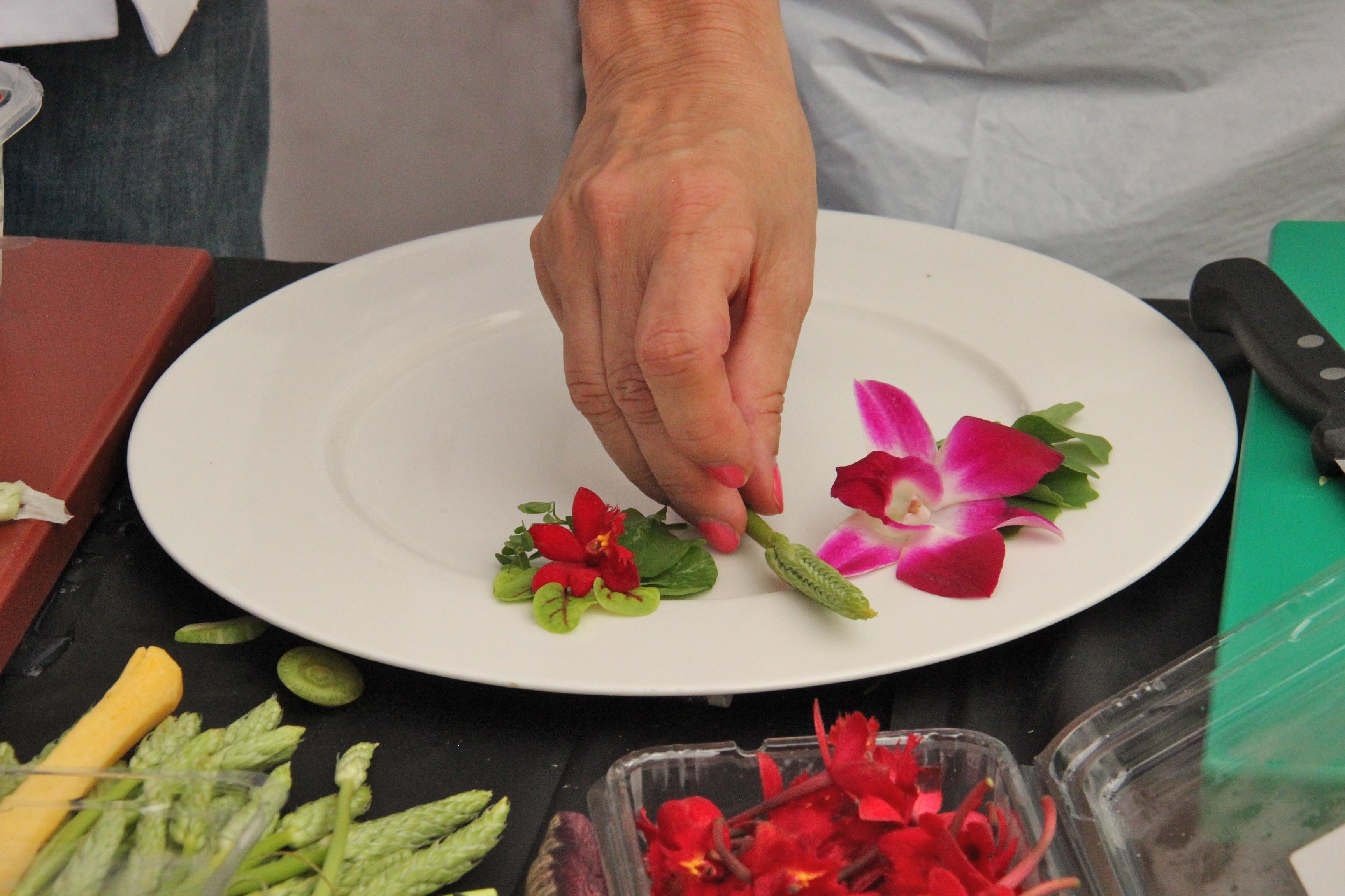 Les ateliers des Etoiles de Mougins dressage d'une assiette