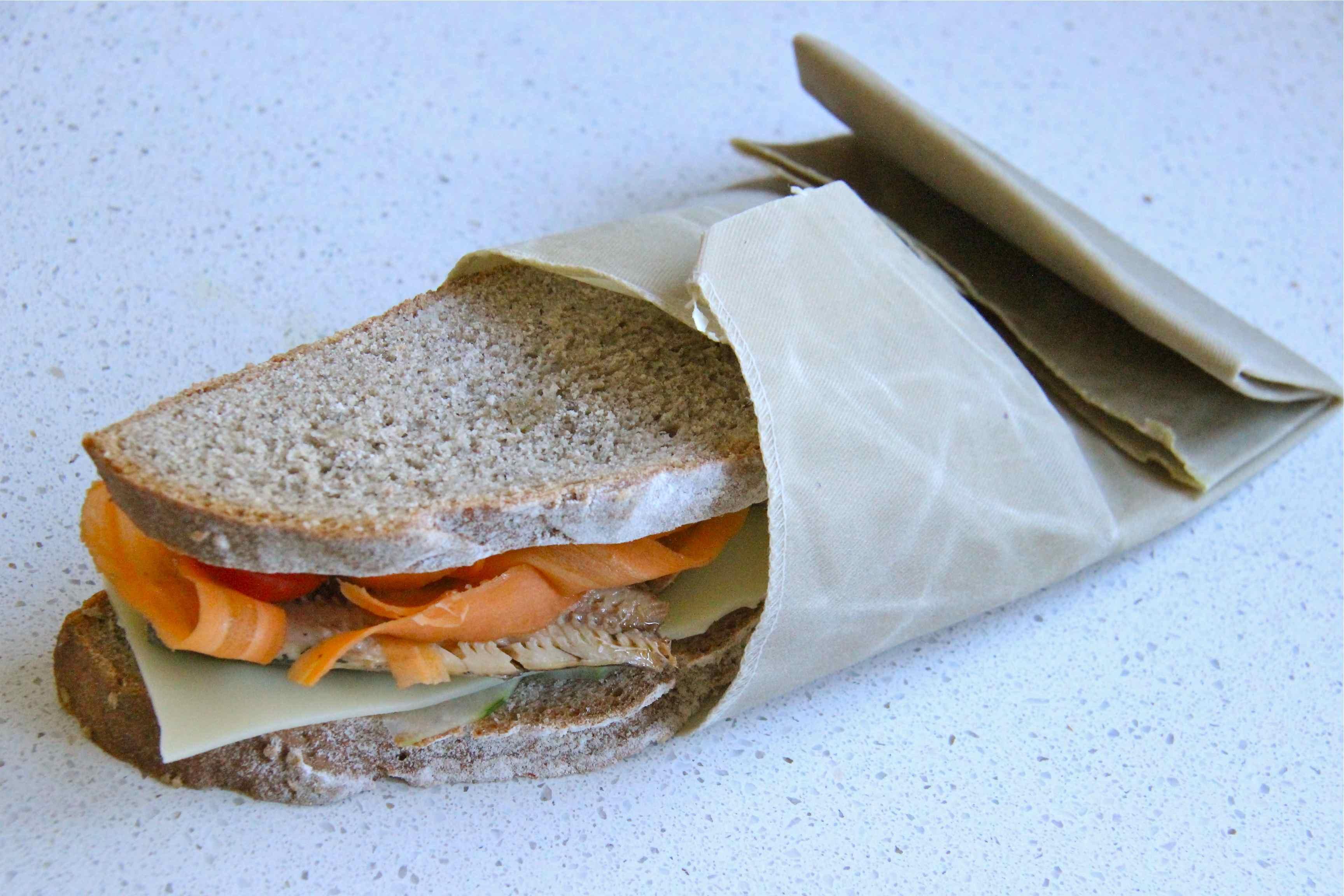 Sandwich emballé dans un bee wrap