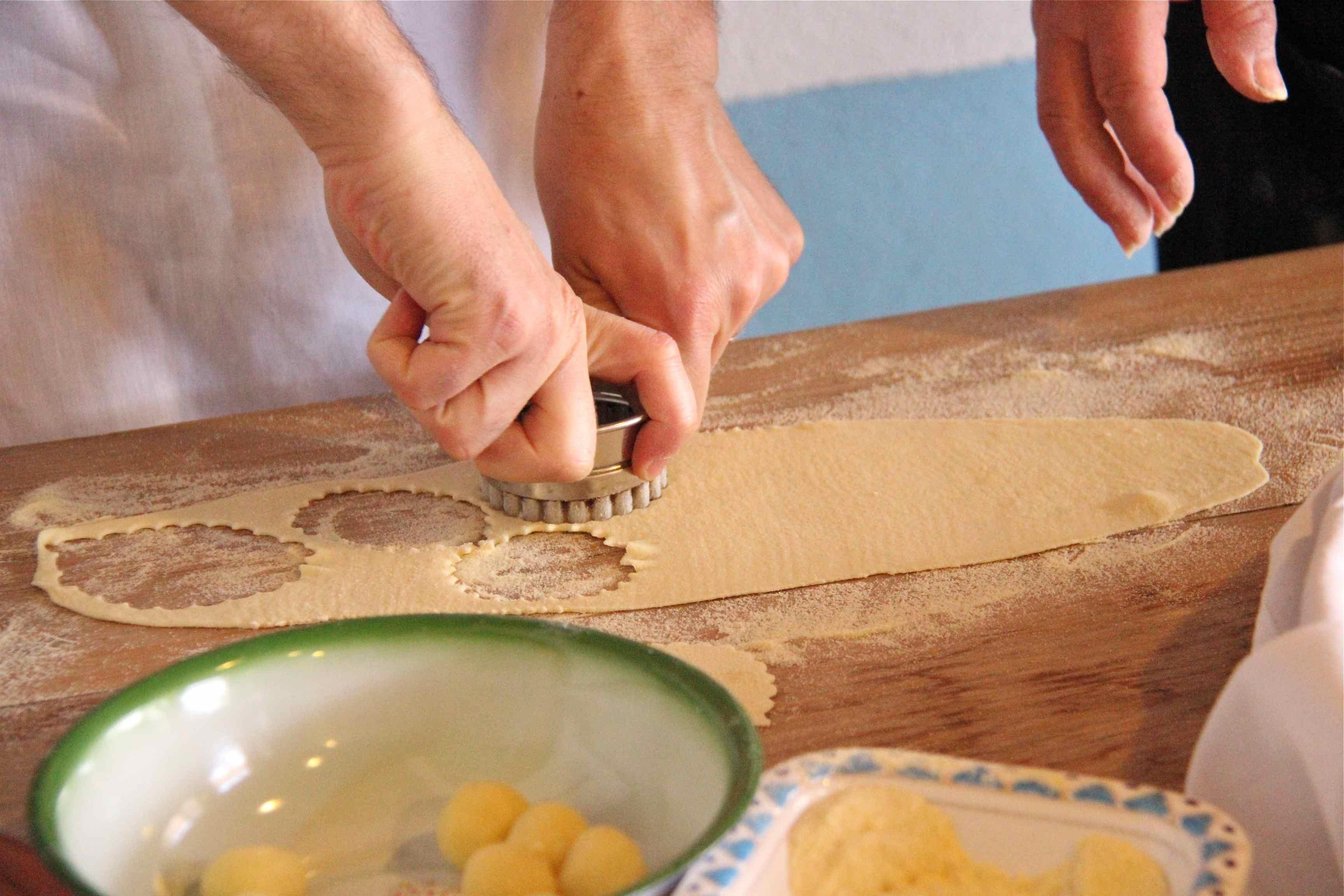 Découpe de la pâte à ravioli