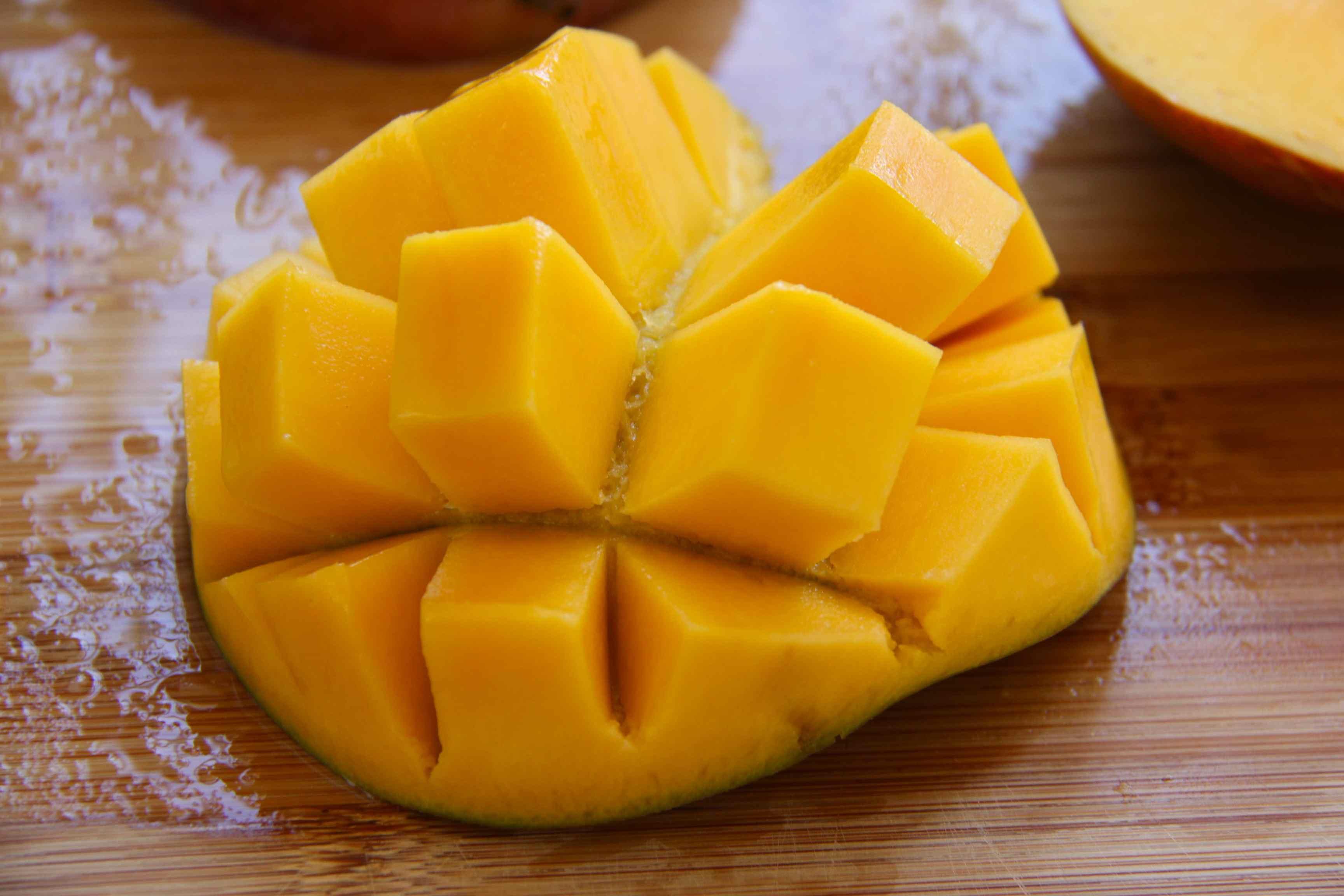 Découper une mangue en cubes