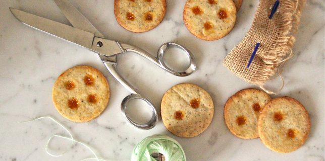 Boutons de sablés au pavot croquants et confiture d'abricot lavande