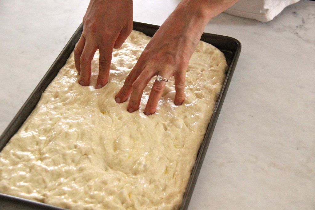 Focaccia trouée avec les doigts