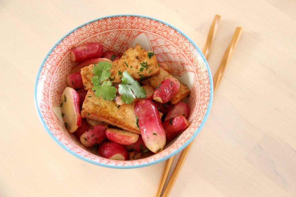 Radis et tofu sautés à la sauce soja