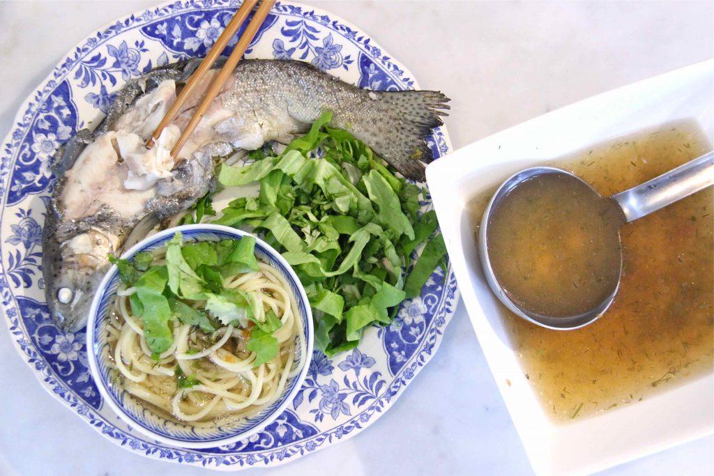 Bouillon de poisson au tamarin, recette vietnamienne