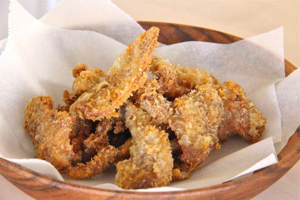 Peau de poulet frite épicée : snack philippin