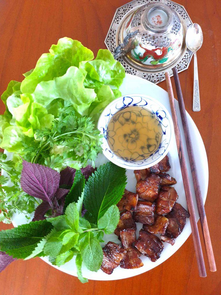 Bun Cha, barbecue vietnamien de viande de porc grillée