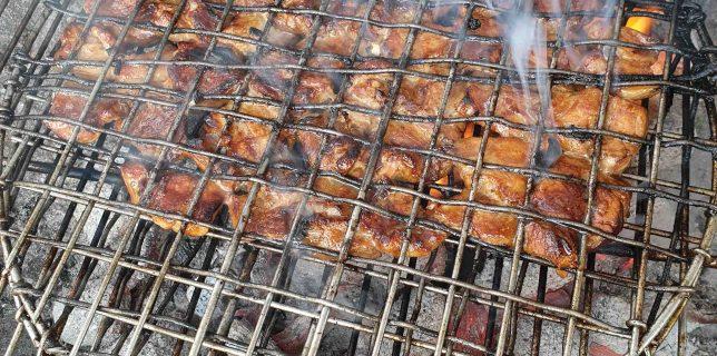 Bun Cha, barbecue vietnamien de viande de porc grillé