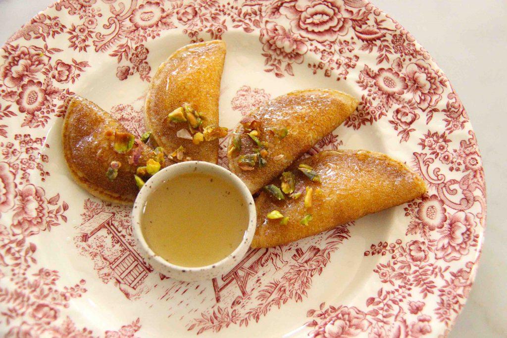 Crêpes syriennes frites farcies à la brousse